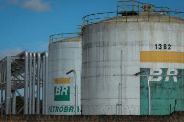 Petrobras-Gasolina-DistribuidoraDeCombustivel-Combustivel-Caminhoneiros-Paralizacao-Fila-24mai2018